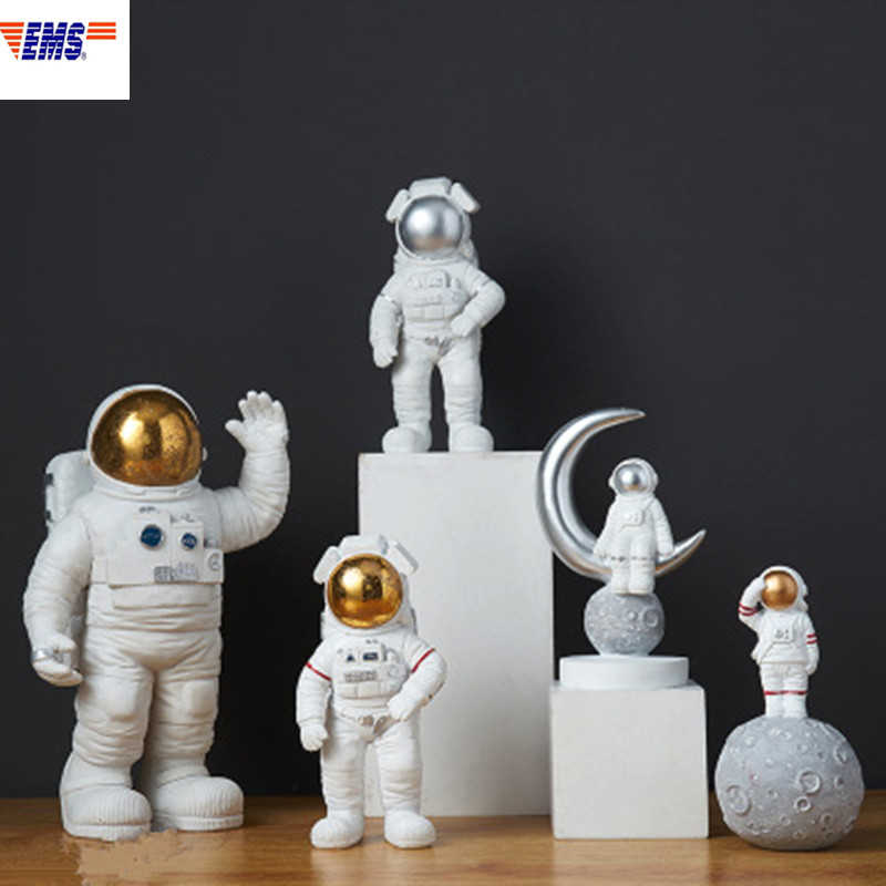 Simple Modern Cosmonaut Spaceman Resin Statue Craftwork Decorations Personality Living Room TV Bench Ornaments X1067Simple Modern Cosmonaut Spaceman Resin Statue Craftwork Decorations Personality Living Room TV Bench Ornaments X1067