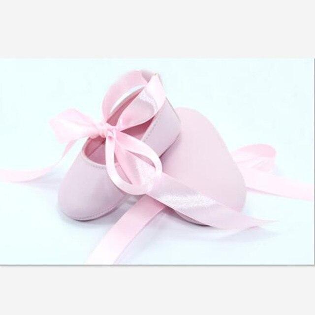 2016 Новый Прекрасный Розовый Новорожденных Девочек Обувь Младенцы Лента Бантом Балерина Полусапожки Мода Новорожденных Принцесса Обувь Первые Ходоки