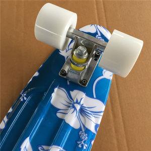 Image 3 - Mini Tabla de Skate completa de 22 pulgadas con patrón de flores blancas para que niña y niño disfruten del Mini cohete de skateboarding