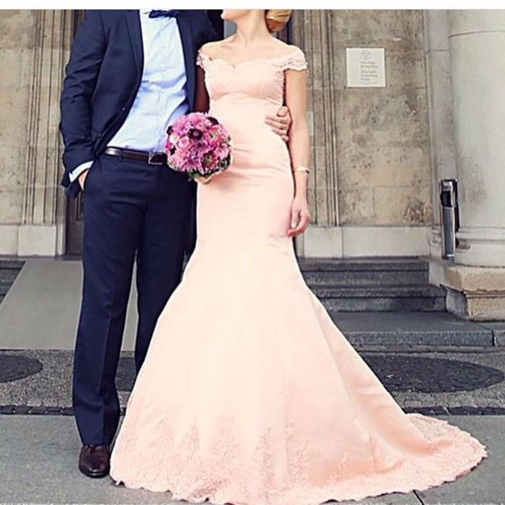 Simple Elegant Modest Lace Wedding Dress With Scallop Lace: Designer Blush Off Shoulder Modest Bridal Wedding Engage