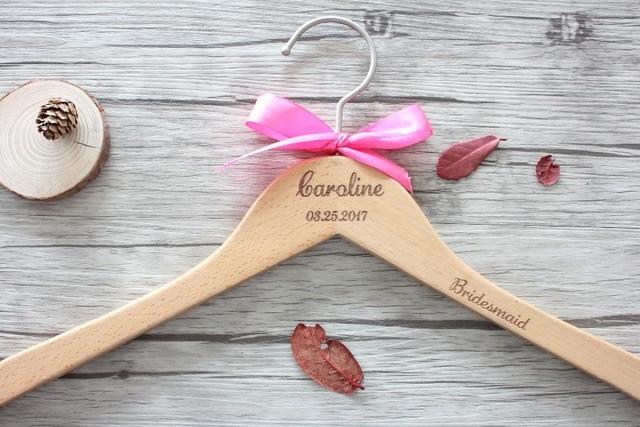 Percha personalizada para el vestido de boda o regalo del percha ...