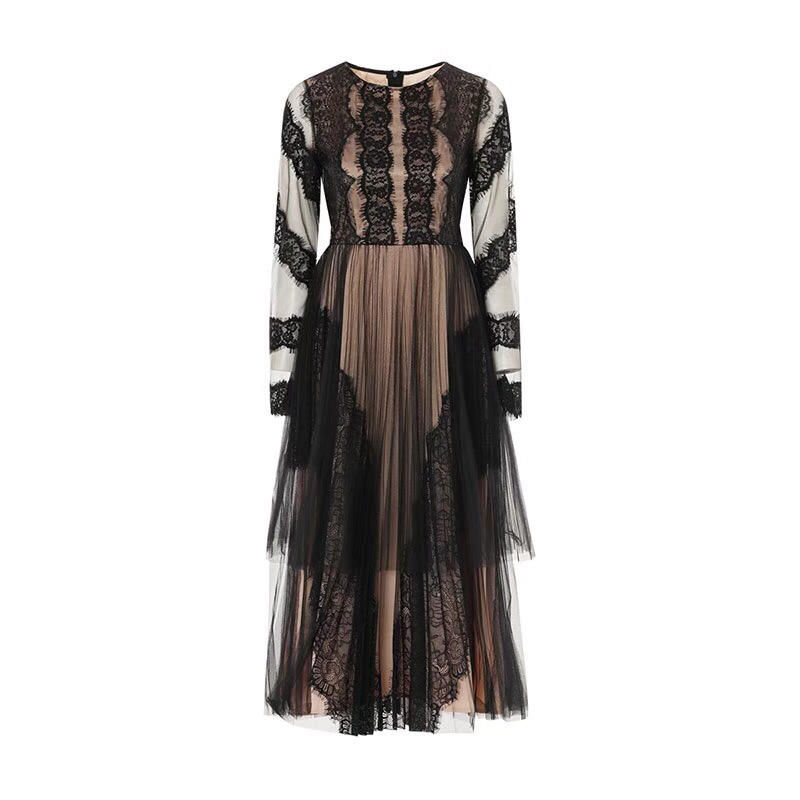 En été 2019, la nouvelle dentelle d'épissage de fil net nouvelle robe longue mince douce