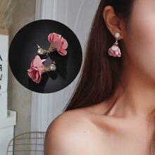 30d7d5901d98 Versión coreana de la popular moda pendientes de flores de tela para mujer  venta al por mayor pendientes de moda joyería 2018
