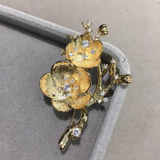 Flor de ameixa de metal pinos broche mulheres da moda broche de flor de jóias