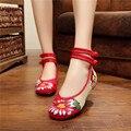 Novos Sapatos Da Moda Mulheres Apartamentos zapatos mujer Old Pequim Tradicional Com Hibiscus Bordado Sola Macia Das Mulheres Sapatos Casuais