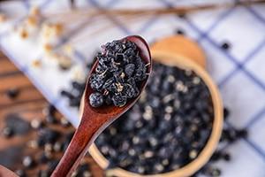 黑枸杞泡水喝的功效与作用及禁忌