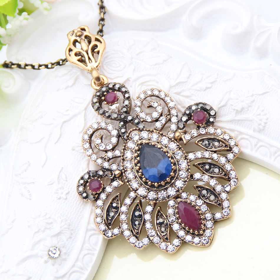 Antique Turkish Ladies Pendant Necklaces Retro Gold Plated Butterfly Hollow Out Crystal Women Necklace Wedding Festival