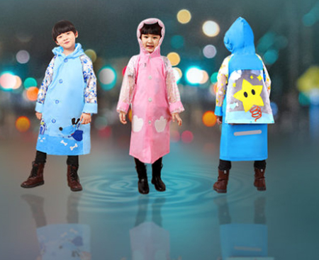 Kids Cartoon Raincoat for children Waterproof plastic Poncho Safe Reflective Stripe Rainwear for Boys or Girls with Schoolbag waterproof raincoat kids children boys long cute poncho lluvia mujer girls raincoat impermeable backpack rain cover ddg48y