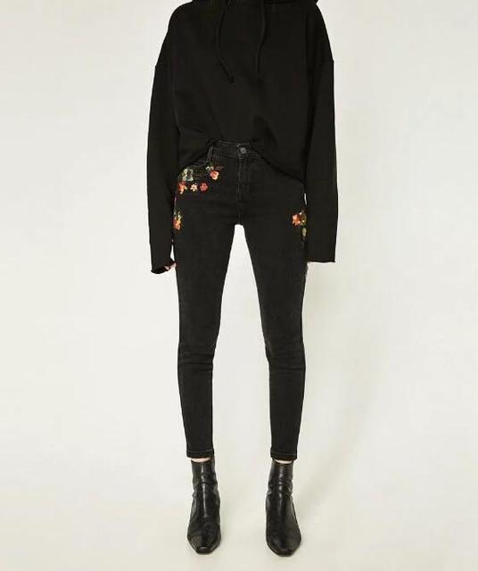 2017SS НОВАЯ Женщина Мода Черный СЕРЕДИНА ПОВЫШЕНИЕ цветочные ВЫШИТЫЕ УЗКИЕ ДЖИНСЫ Проблемные обрезанные длина Пять карман Карандаш Брюки
