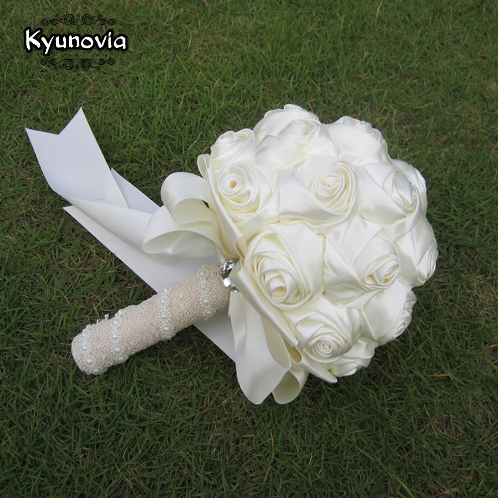 Kyunovia Succinct Satin Rose Bouquet Handmade Ribbon Rose Wedding Flowers Lace Handle Ivory Bridesmaid Bridal Bouquets FE76