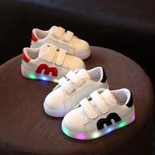 Горячая!!! Children Shoes Загораются Светодиодные Светящиеся Квартиры LED Подсветкой Светящиеся Кроссовки Baby Дети Мальчики Девочки Кроссовки Спортивные Случайные Shoes
