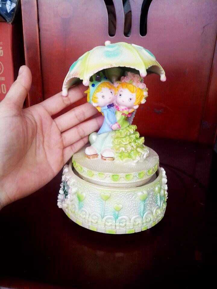 Prince and princess of love romantic wedding umbrella rotating music box in Music Boxes from Home Garden