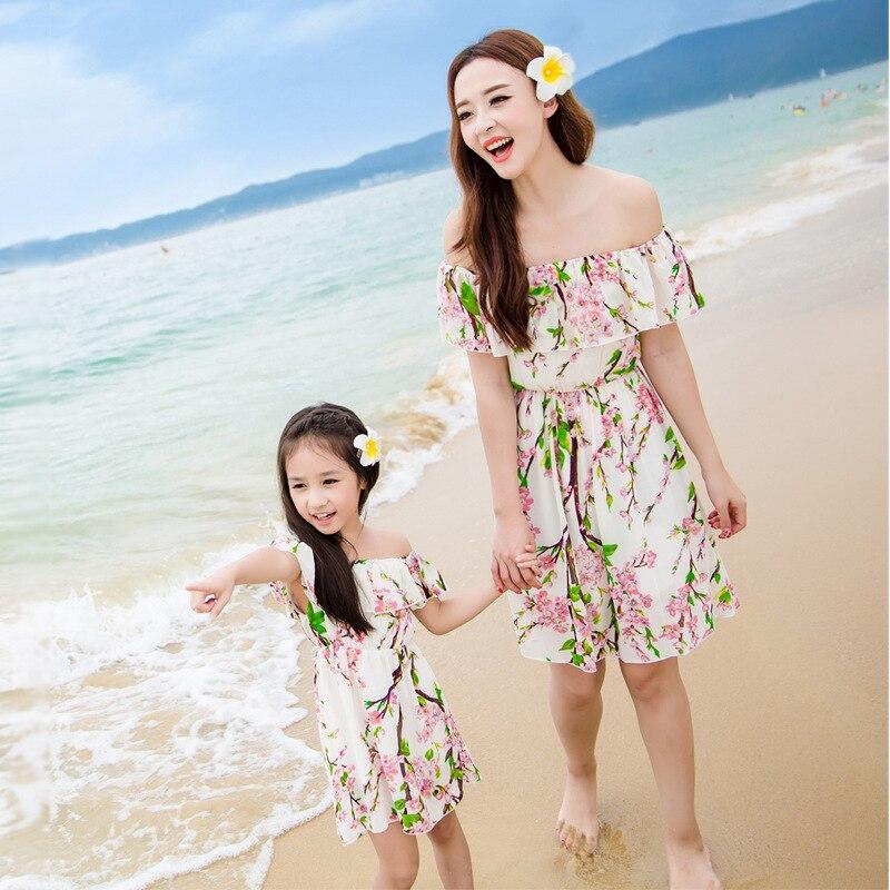 f3692e683 Juego de ropa de la familia de madre e hija look print playa de la gasa  vestido de fiesta clothing familia look hombro vestido para niña en Familia  Ropa A ...
