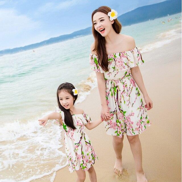9a512b8b6 Juego de ropa de la familia de madre e hija look print playa de la gasa