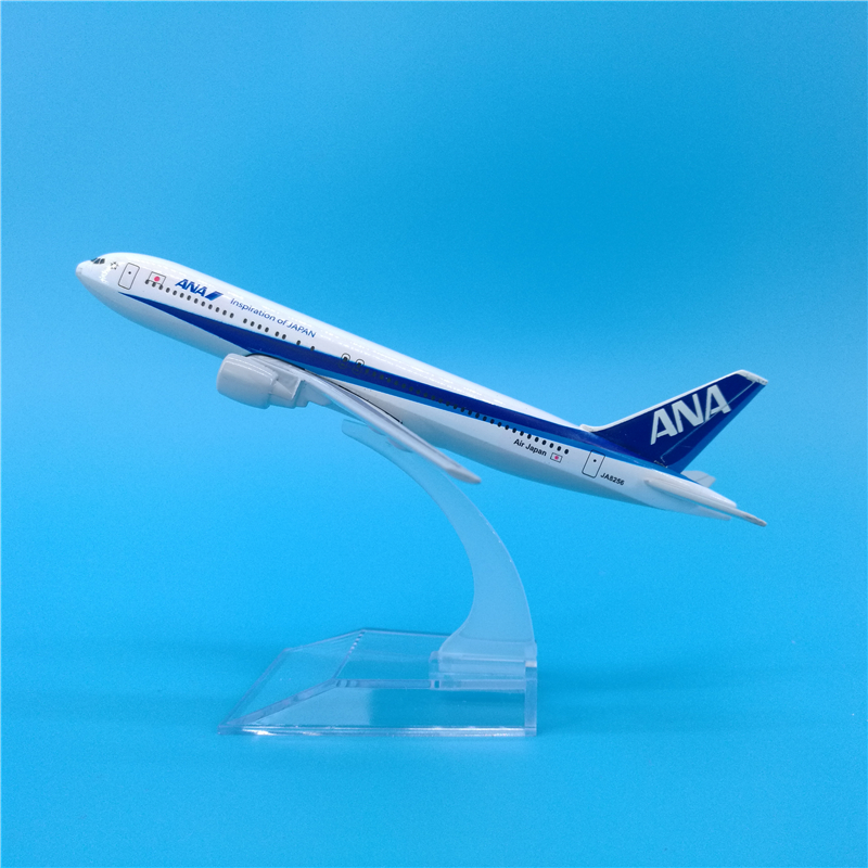 16cm Japan ANA Airplane Model Boeing 767 Diecast Passenger Japan B767 Metal Aircraft Model Decoration Souvenir ANA Airlines