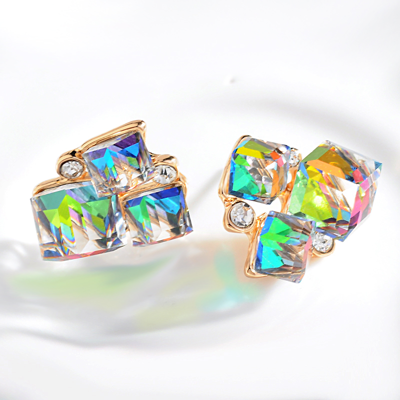 2017 New Fashion charm triangular Geometric Cubic Shiny Crystal Multi-color Stud earring for women Party/prom beautiful Earrings