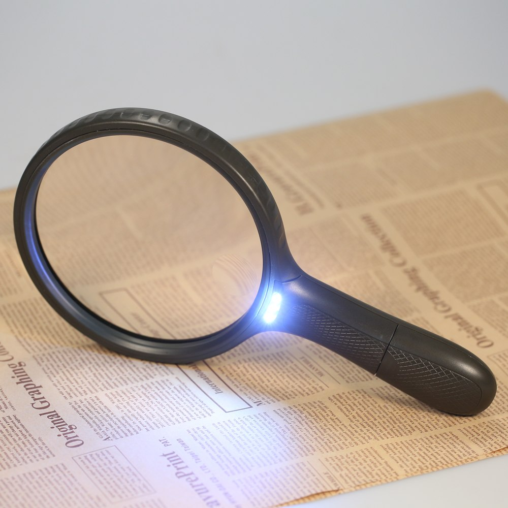 """5x SQUARE Portable MAGNIFIER GLASS with LIGHT and CASE Batteries Included 2-1//4/"""""""