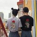 Coreano Rosas Bordado Mujeres Hombres camiseta Ocasional Flojo Harajuku Camiseta de Manga Corta de la Moda O-cuello Del Verano Pareja Camisetas 41062