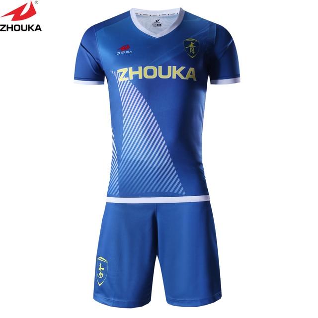 Colorido personalizado fútbol traje de entrenamiento en blanco t camisa  uniformes de fútbol para los equipos 35aeed2ad895a