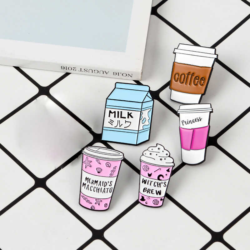 Bentuk Yang Indah PINK Cup Pin Kopi Putri Penyihir Minuman Susu Enamel Bros Kerah Pin Lencana Hadiah untuk Teman Anak-anak perhiasan