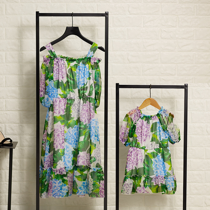 New Mother and Daughter Summer Girls Dress Kids Chiffon Print Bare Shoulder Green Color Costume for Party High Quality family polo t shirt for kids sport dress for mother summer fashion mother and child clothes green short sleeve 0ne piece dress