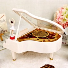 Hand Crank Music Box Mechanical Classical Ballerina Girl Dancing on the Piano Music Boxes