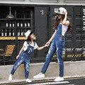 Emparejados Sólidos Ropa de Niños Trajes de Ropa de la Familia de Madre E Hija ripped Jeans Mamá Hija Juego Trajes de Bolsillo Pantalones Vaqueros del agujero