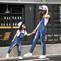 Matched Mãe Filha Roupas Sólida Crianças Macacão rasgado calças de Brim de Roupas Da Família Mãe e Filha Combinando Roupas Bolso buraco Calça Jeans
