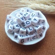 Direkter Verkauf Der fabrik 550 teile/los Gemischt A Z 10*10MM Weiß mit Schwarz Druck Kunststoff Acryl Platz Cube Alphabet brief Perlen