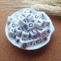 Usine Vente Directe 550 PCS/lot Mixte AZ 10*10 MM Blanc avec Noir Impression En Plastique Acrylique Carré Cube Alphabet lettre Perles