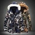 Moda Camuflagem Parkas Mens Militar de Médio-longo Para Baixo Casaco de Inverno Espessamento de Algodão-acolchoado Homens Jaqueta de Inverno Com Pele capô