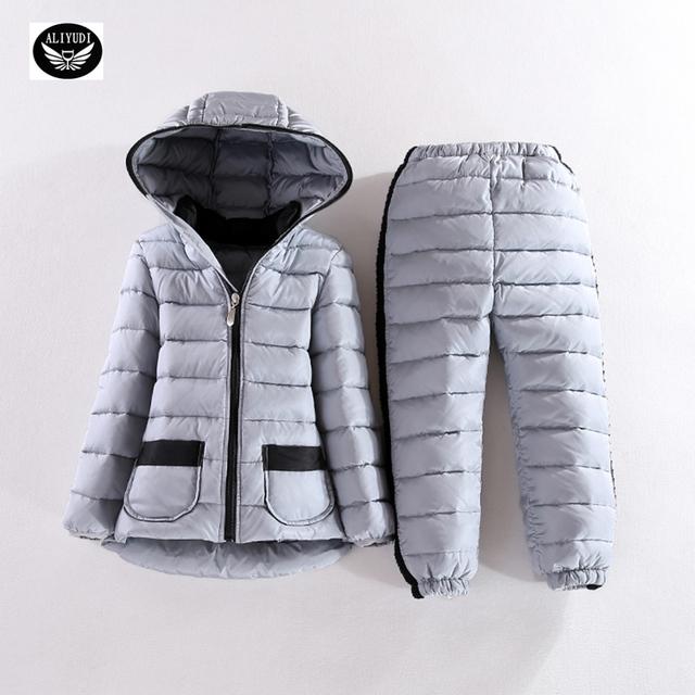 2016 nuevo otoño y el invierno cálido con capucha traje ropa de los muchachos niñas cálido abrigo de invierno de Corea moda de Dos piezas