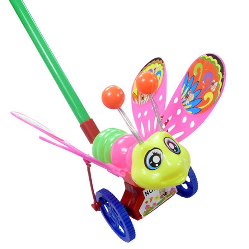 کودک نو پا کودک اسباب بازی های کودکان اسباب بازی های زنبور عسل را فشار می دهد