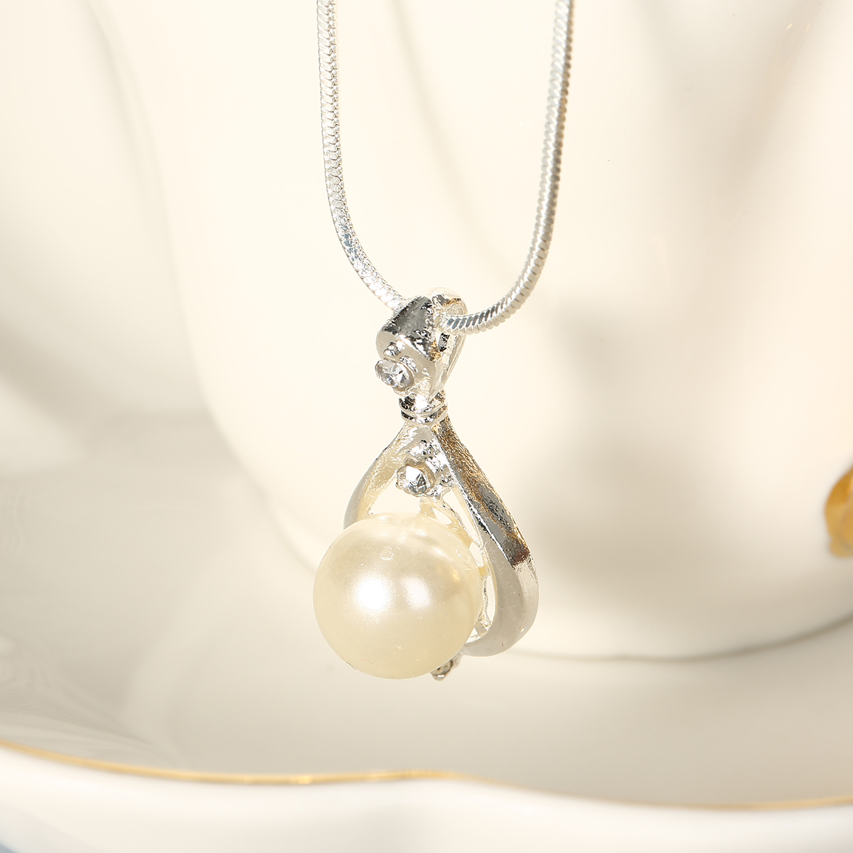 Fashion Crystal Long Chain Necklace Shellhard Rhinestone Drop Simulated Pearl Pendant Necklace For Women Jewelry Accessories
