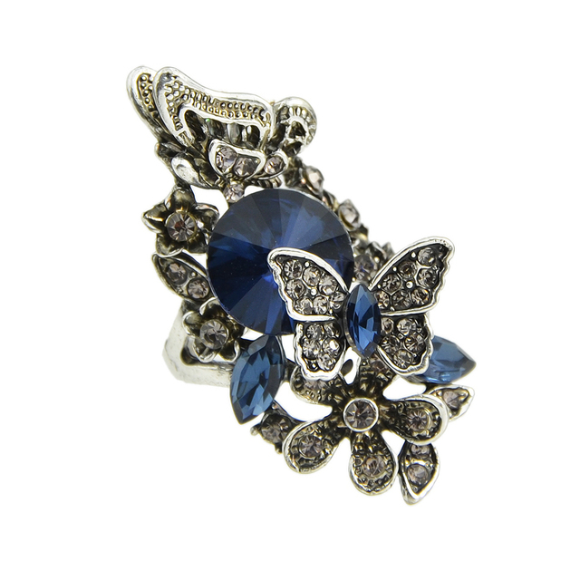 Huge ring set with butterflies. Silver color