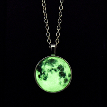 Фотография 2017 Glowing Galaxy Glow in the Dark Pendant Outer Space Stars Necklace Round Geometric Magic Necklace