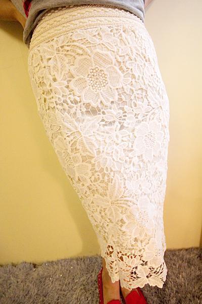 Falda delgada ahueca hacia fuera el cordón de seda de la leche falda lápiz faldas para las mujeres de longitud de la rodilla blanco negro elegante