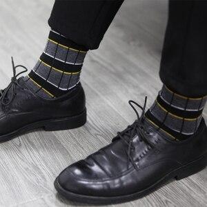 Image 4 - Match Up Erkekler Iş Pamuk Şerit Ekose Çorap Serin rahat elbise Çorap Düğün hediyesi Çorap (5 çift/grup)