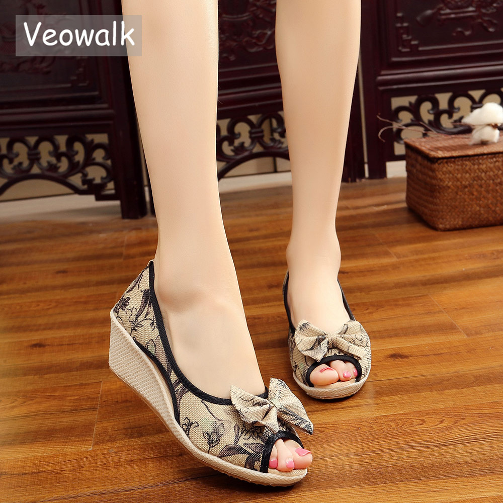 Veowalk Women Linen Bowknot Floral Linen Wedge espadrilles Sandals Handmade Peep Toe Summer Mid Heel Shoes for Elegant Ladies