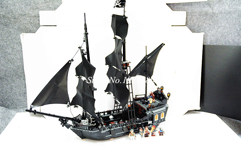 16006 Pirates Of The Caribbean The Black Pearl Ship Model Building Kit Blocks Bricks Compatible 4184 Toys for children dhl lepin 22001 1717pcs pirates of the caribbean building blocks ship model building toys compatible legoed 10210