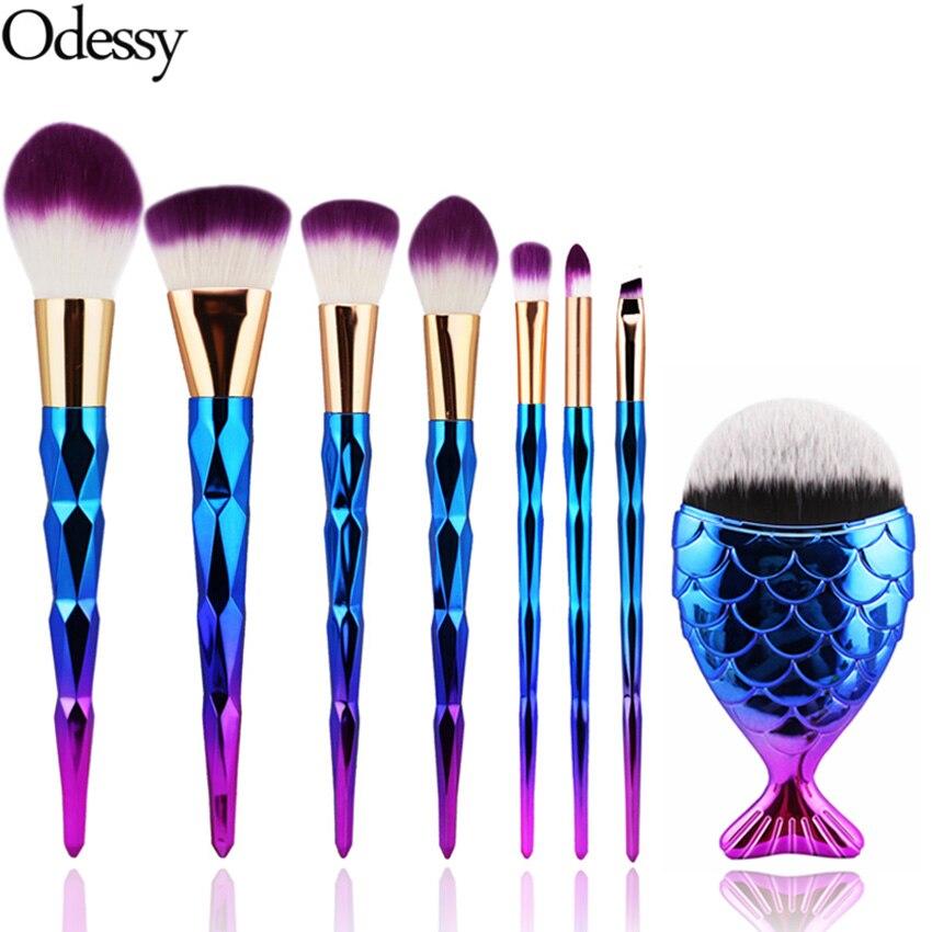8 st Makeup Brush Set Diamond Färgglada Rainbow Fish Tail Mermaid Foundation Pulverögonskugga Contour Blending Kosmetiska Borstar