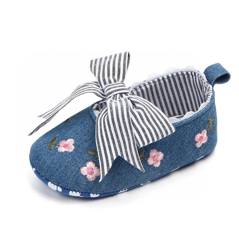 Купить с кэшбэком Toddler Newborn Baby Crib Shoes Bow Embroidery Princess Baby Soft Sole Anti-Slip Prewalker For Baby Girls First Walk