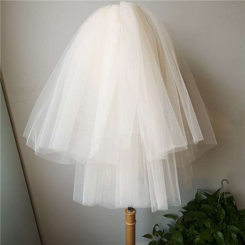 Short Wedding Veils 2019 Simple Puffy Muiti Layers Bridal Vail with Comb Soft Tulle Champagne Elegant Wedding Accessories velo