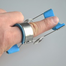 Plastic Metal Brace Finger Joints Training Splint Orthosis Finger's Contractures Spasm Hemiplegic Stroke Knuckle Recovery Device