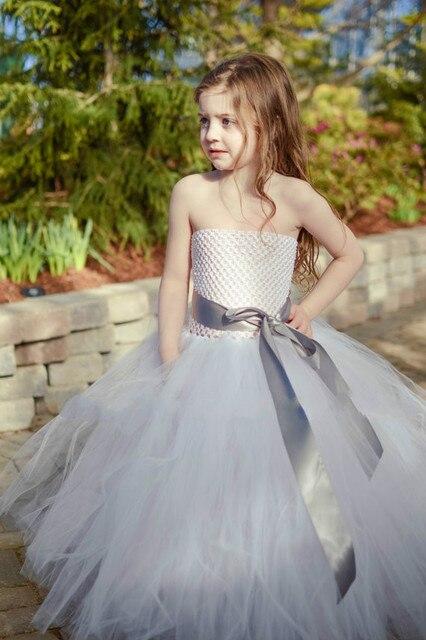 0d3b94c742527 Gri kanat beyaz tül gelinlik çiçek kız bebek gelinlik kabarık balo doğum  günü kostüm ...