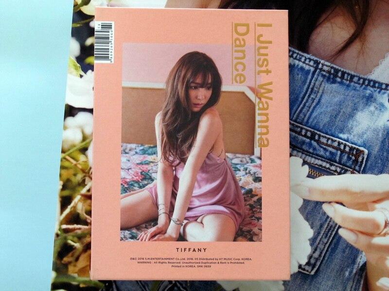 SNSD Tiffany autographié signé 2016 SOLO je veux juste danser album CD + livre photo + affiche dédicacée nouvelle version coréenne 05.2016