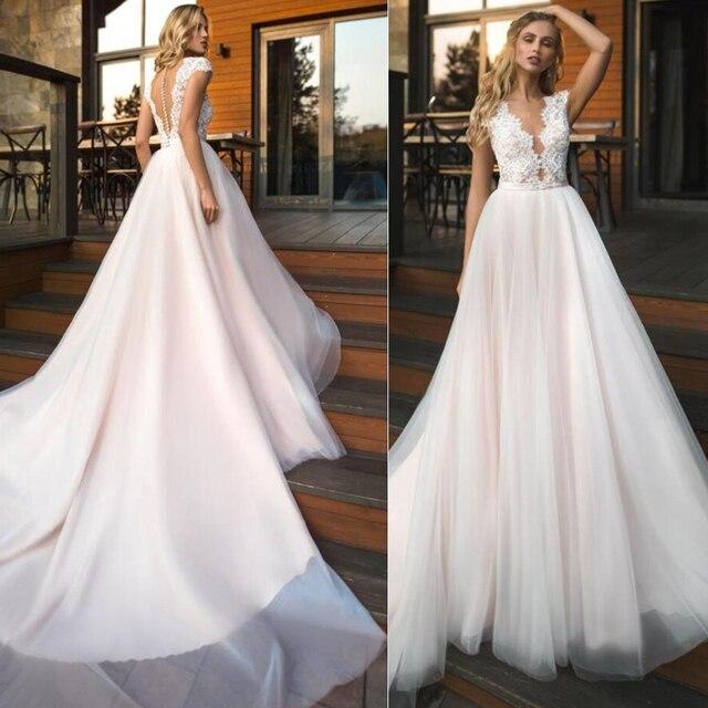 יוקרה טול תכשיט מחשוף קו שמלות כלה עם אפליקציות תחרה בעבודת יד כלה חזרה כפתור חתונה שמלה