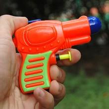 1 шт цвет случайный маленький водяной пистолет лето малыш ребенок пляж игрушка вечерние Игрушки для ванны в саду плавание дрейфующий прозрачный пистолет