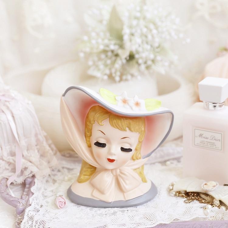 Retro Beautiful woman Human head desktop storage organization Makeup brush pen Bow tie Little girl room