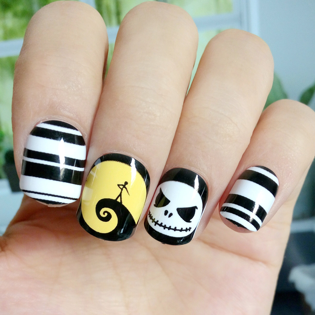 Shiny Halloween Fake Nail Black White Stripe Skull Face ...